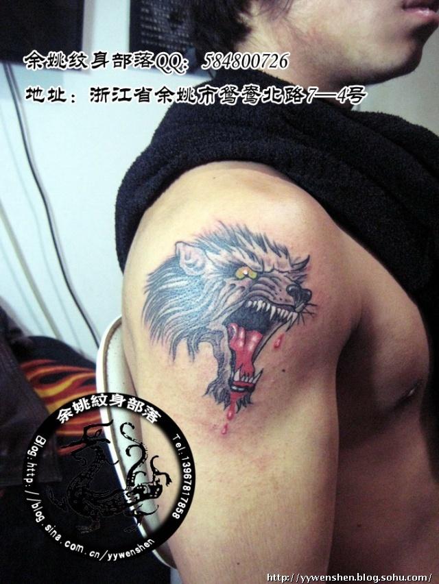 手上纹身滴血狼头分享展示