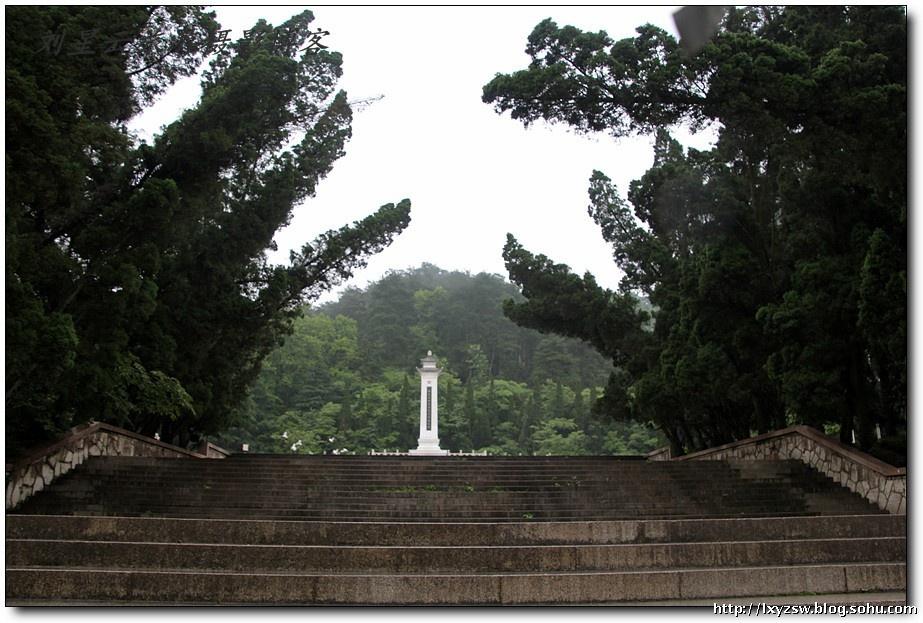 雨中在诗情画意的贵阳黔灵公园边走边拍