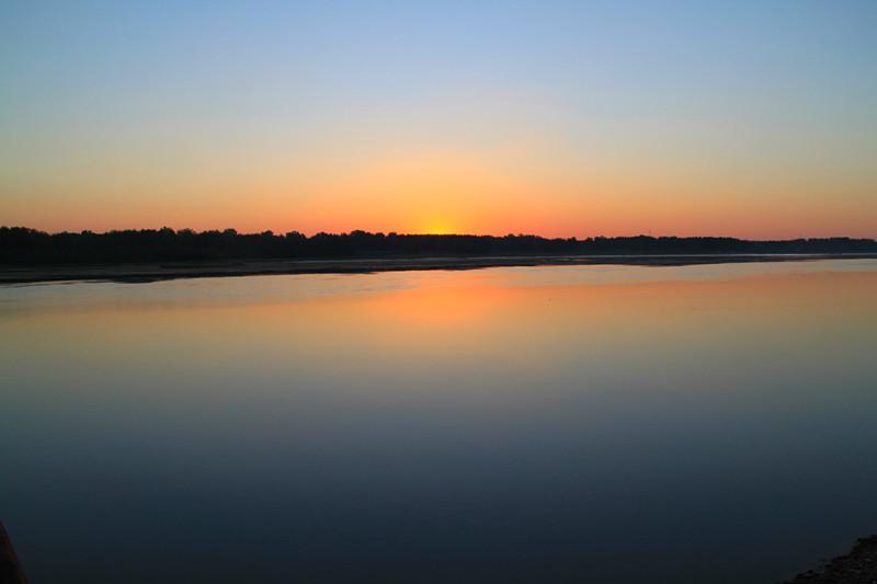 此处的鸭河乃河南省南阳市白河之鸭河库区
