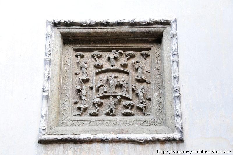 院墙上的八仙过海的石雕-南浔古镇的张石铭故居