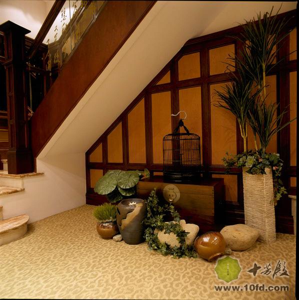 十芳殿设计课题(四):别墅楼梯角落巧利用图片