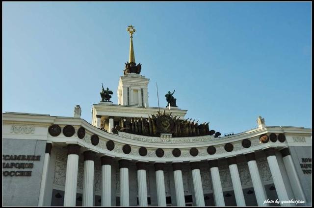 正面镶嵌着前苏联15个加盟共和国的国徽