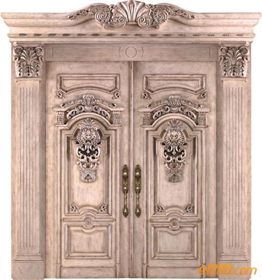 于此的欧式门,上面有着漂亮的花纹