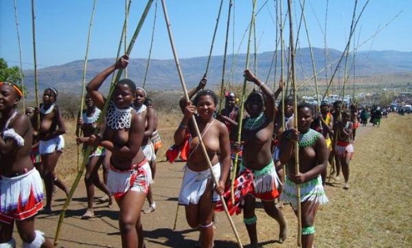 非洲部落风情 坏人虫子的空间