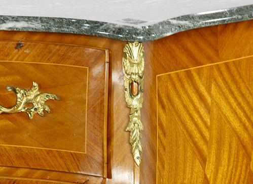 风格:洛可可艺术 材质:桃花心木,大理石 规格:80cm*90cm*47.