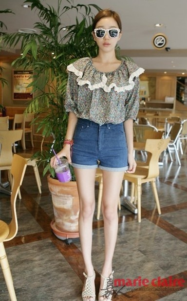 韩国美女短裤示范 假期实用穿搭