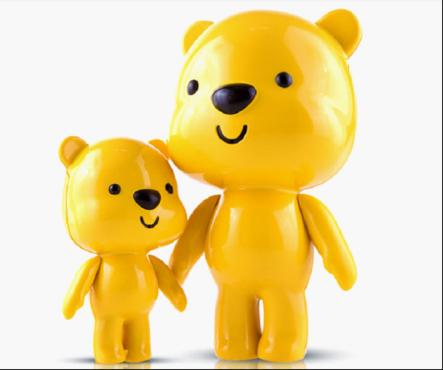 可爱的小熊造型充分吸引了宝宝的眼球