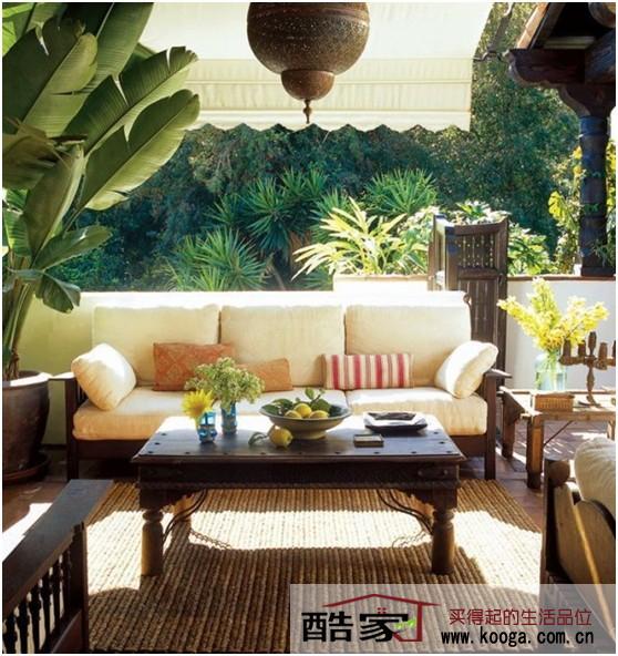 在现代家装设计中,森系成为新时代的家装设计主流风格!家装设计师偏爱森系房间的舒适自然风,没有刻板的限制,简约时尚的生活态度,打造都市中的森林!酷家带来森系家装设计之客厅篇!酷家新格调,引领家居时尚!  带着淡蓝的颜色,很多朋友会认为这个客厅装修是地中海风格的家装效果图。其实,这是森系的家装设计理念所营造的简约时尚!并不需要太多的装饰,就是如此自然与轻快。  典型的森系家装设计风格的房间,桌面采用绿植的装饰效果。在这张家装效果图中,森系风格的特征十分明显。阳光,绿植与生活!