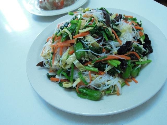 : 煎年糕 大米饭二主六热菜: 腰果鸡丁 葱烧海参 豆腐箱 -糖醋鲤