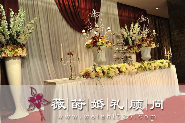 欧式宫廷式婚礼对于时下新人来说是西式婚礼的浪漫
