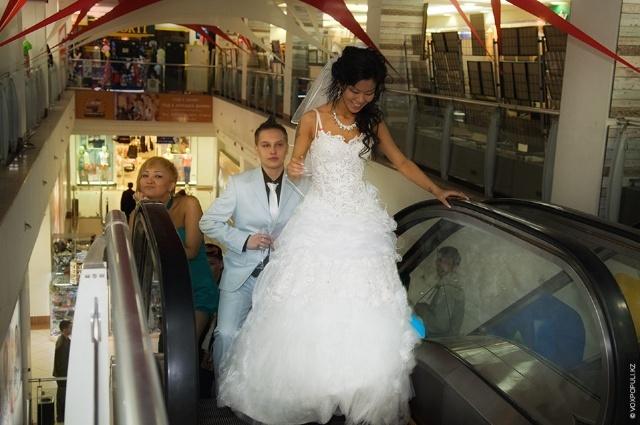 哈萨克斯坦首次女同性恋婚礼